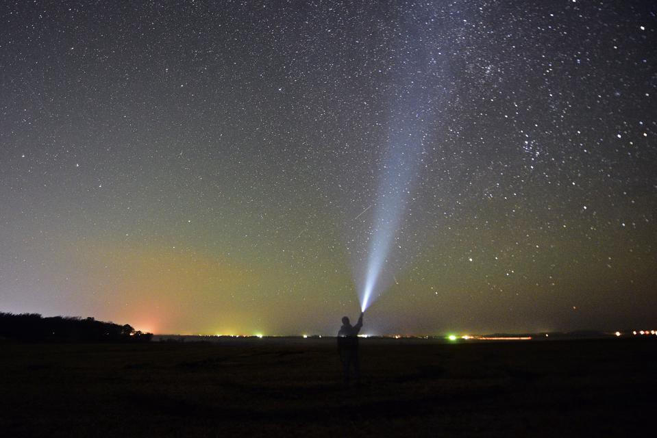 How To View Fragments Of Halley's Comet In This Week's Night Sky