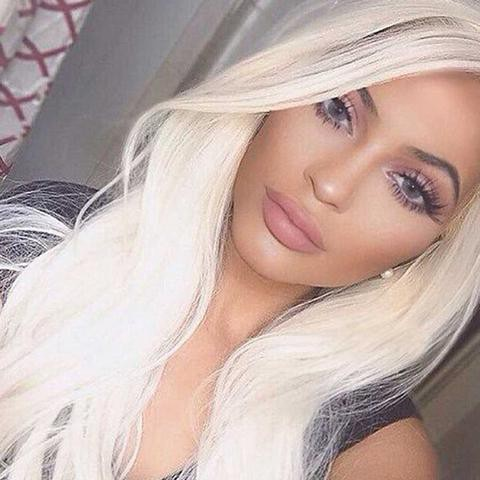 Kylie Jenner wears a grey colored contact lens.