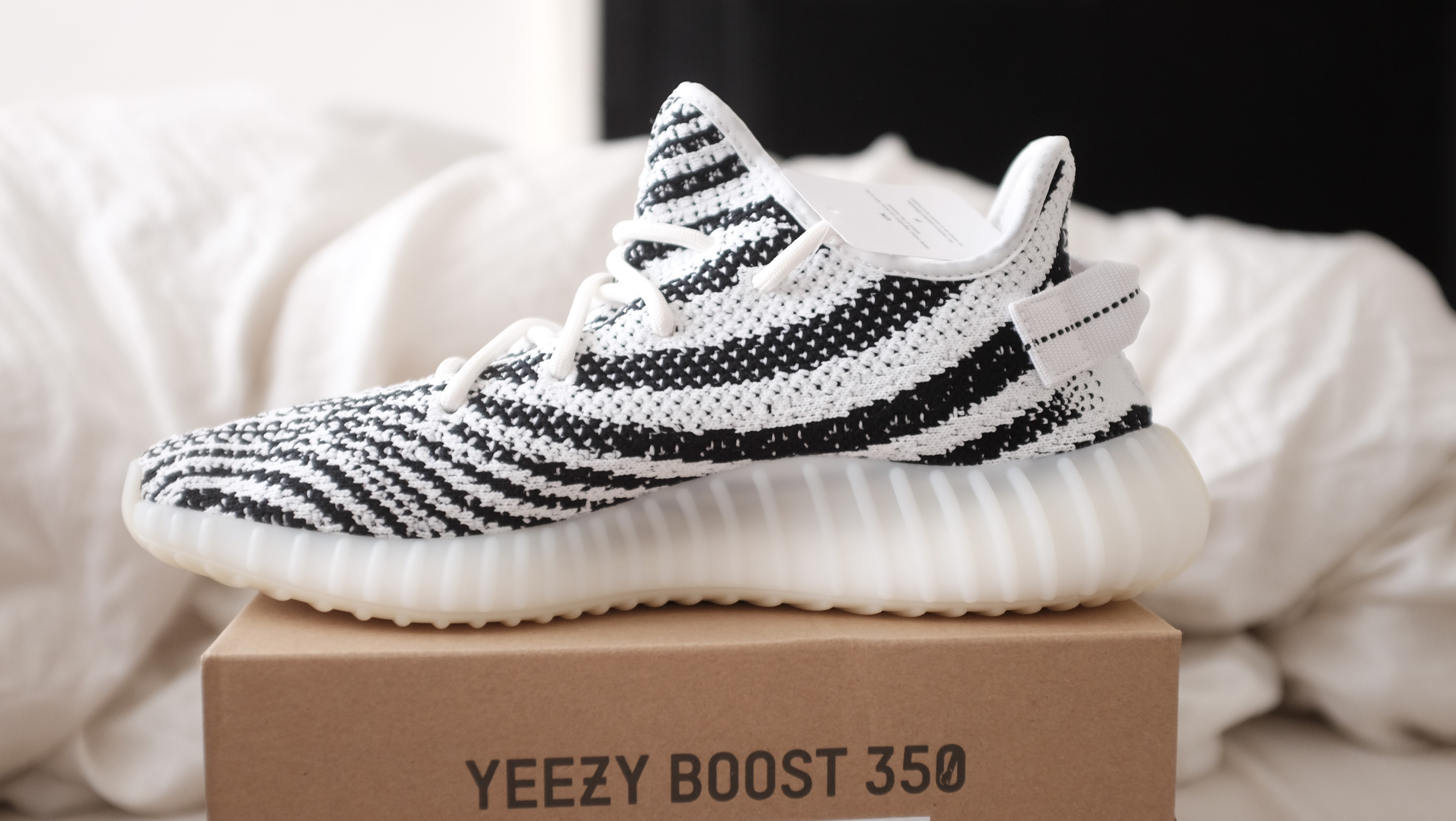 Correct Latest Version Yellow Sole And UV Text YEEZY 350 V2