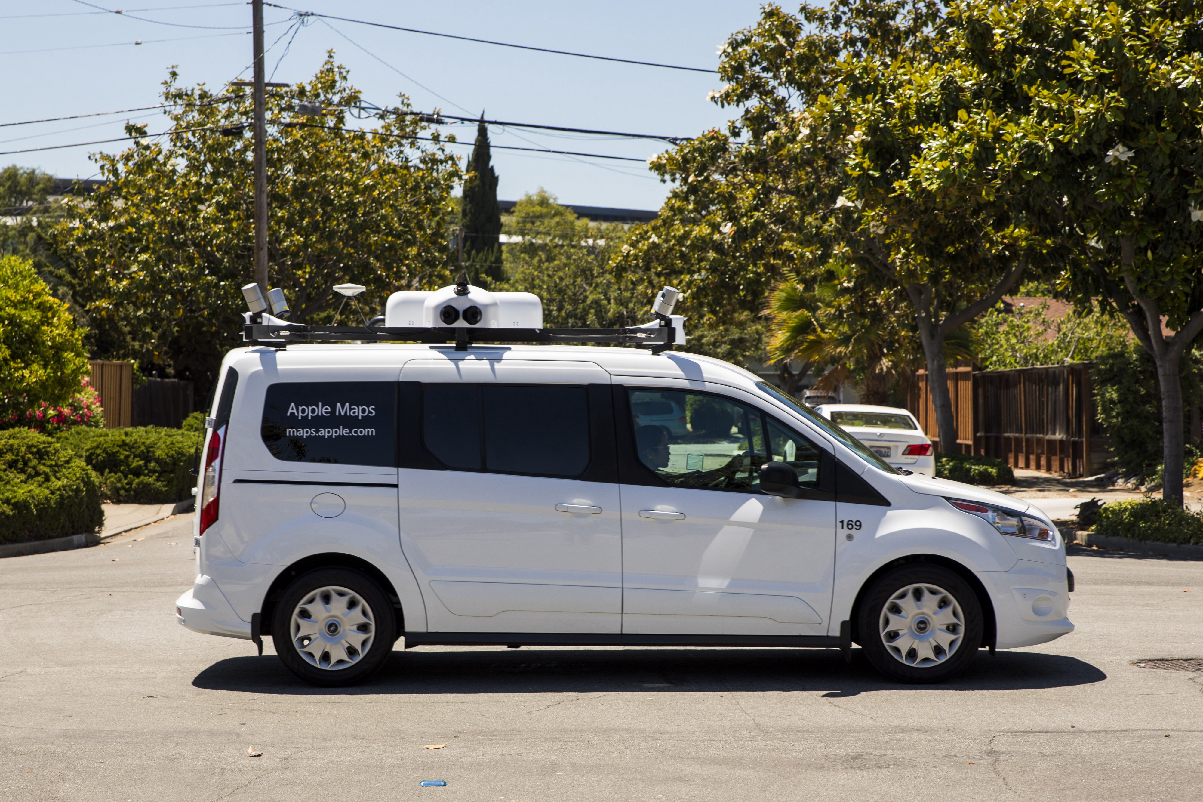 Picture of Apple Maps van with rig of LiDAR and cameras.