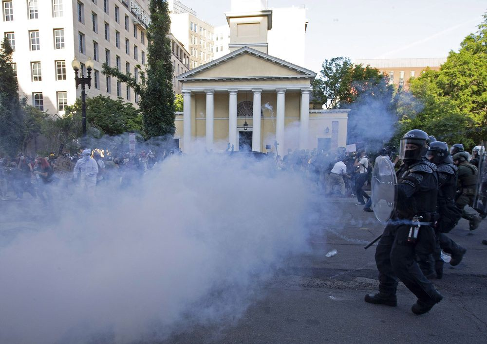 federal officers assault peaceful protestors, Lafayette Park during George Floyd protests