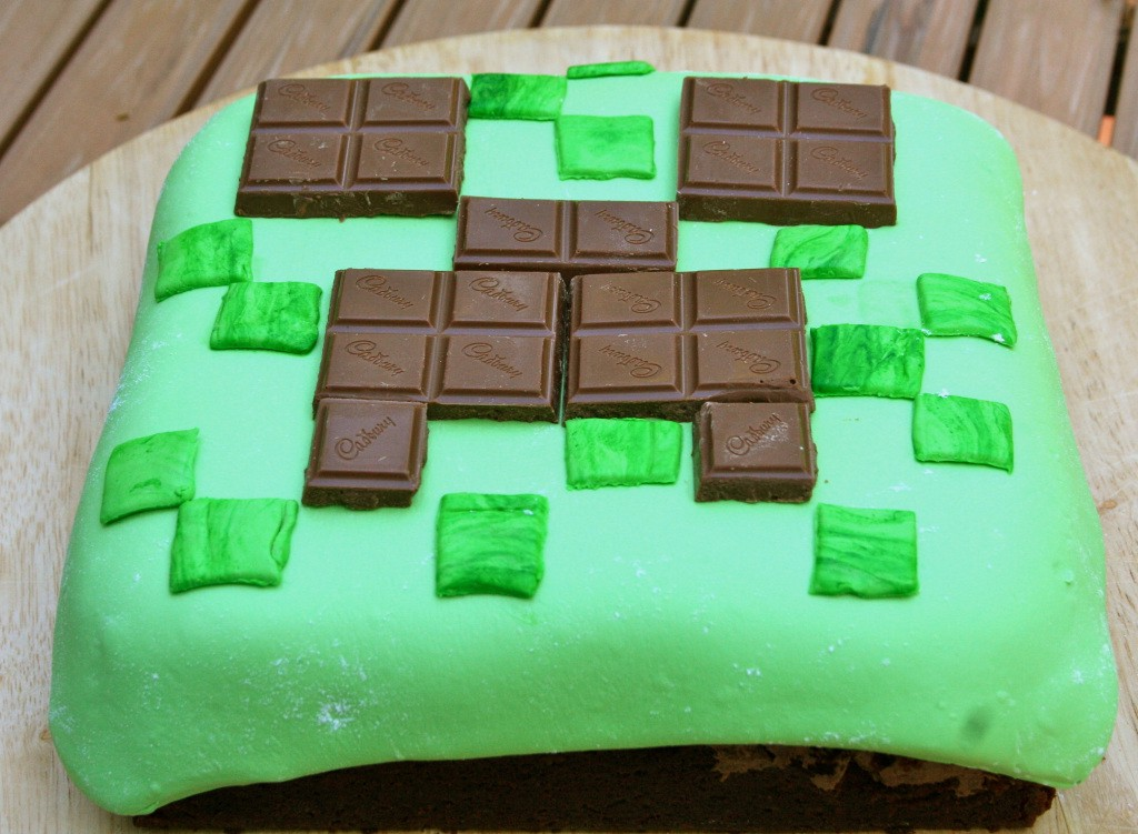 Miraculous Minecraft Cake 2 The Creeper For The 12 Year Olds Birthday Funny Birthday Cards Online Overcheapnameinfo