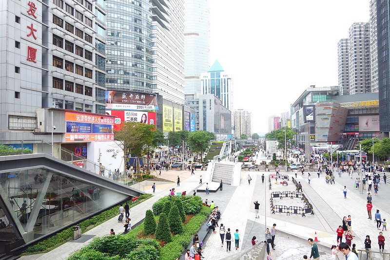 When we visited Huaqiangbei again in spring 2017—only half a year after our first trip— we hardly recognized the main street. Gone was the construction site and the broad street, and in its place was a friendly, ultra-clean pedestrian area that looked like straight out of an architectural rendering. Image: Peter Bihr (CC by-nc-sa)