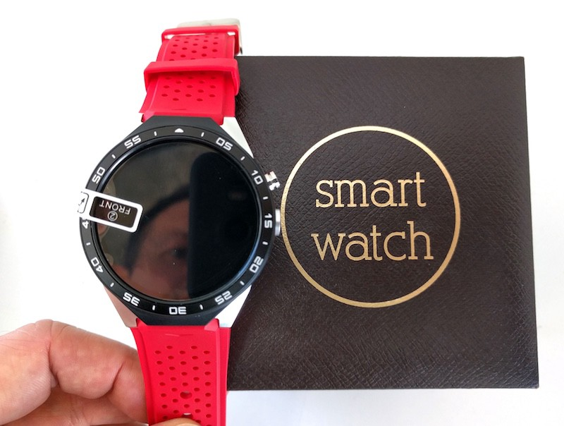 This smart watch is fully white label. Most likely it is built from Gongban and Gongmo parts. It's a fully functional Android phone including a SIM card slot and camera with object tracking. It sells far under USD 100. Image: Peter Bihr (CC by-nc-sa)
