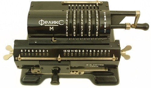 Felix Arithmometer Calculator. A Russian mechanical calculator. At the bottom you see Accumulator Register capable of holding 13 decimal digits. On top: Input Register holding 5 digits. Bottom left: Counter Register.